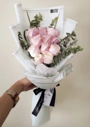 Absoluto 2 Flower Bouquet (Johor Bahru Delivery only)