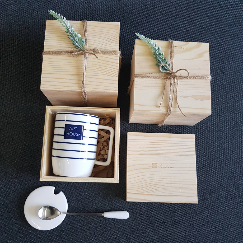 Christmas 2018 Gift Box - White XS18 (Nationwide Delivery)