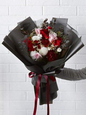 Valentine's Special: Kiss Me Flower Bouquet (Large)