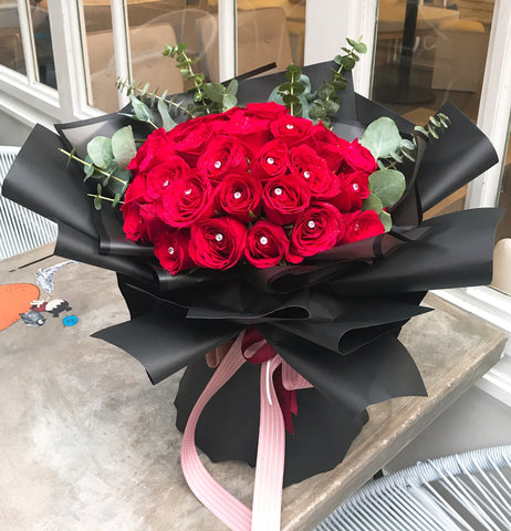 Elegant Red Roses Flower Bouquet