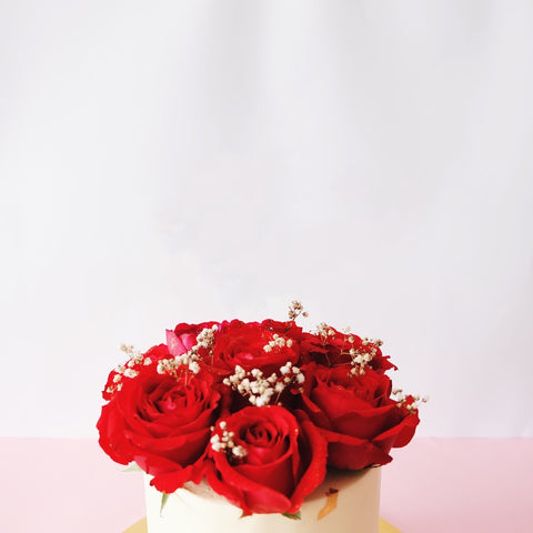 Golden Red Roses Cake
