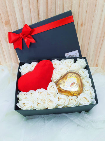 (Self Pick-up Only at Sg. Besi, KL on 14 Feb) Soap Rose Mini Love Cushion Chocolate Gift Box (Valentine's Day 2020)