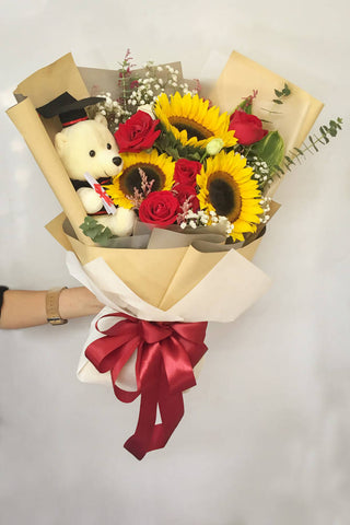 Oso Lindo Con Girasol- Graduation Sunflower Bouquet (Johor Bahru Delivery only)