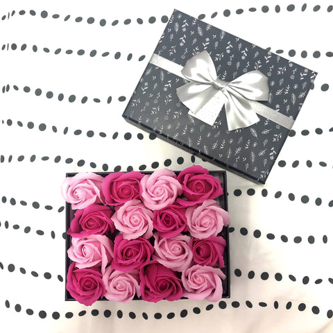 Gift Box with 16 Scented Soap Roses - Pink
