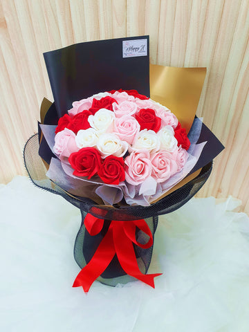 (Self Pick-up Only at Sg. Besi, KL on 14 Feb) 33 Stalks Soap Roses Bouquet (Valentine's Day 2020)
