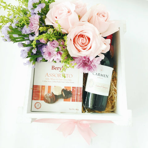 Sweet Box Red Wine with Fresh Flowers