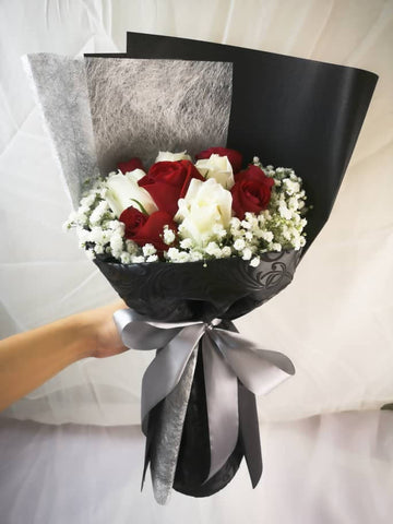 Mixed Red and White Roses Bouquet