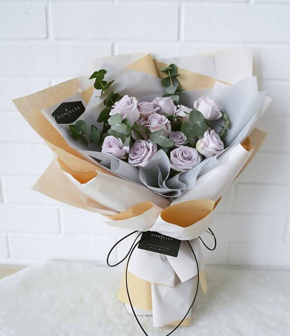 Minimalist Lilac Rose Flower Bouquet - Beige