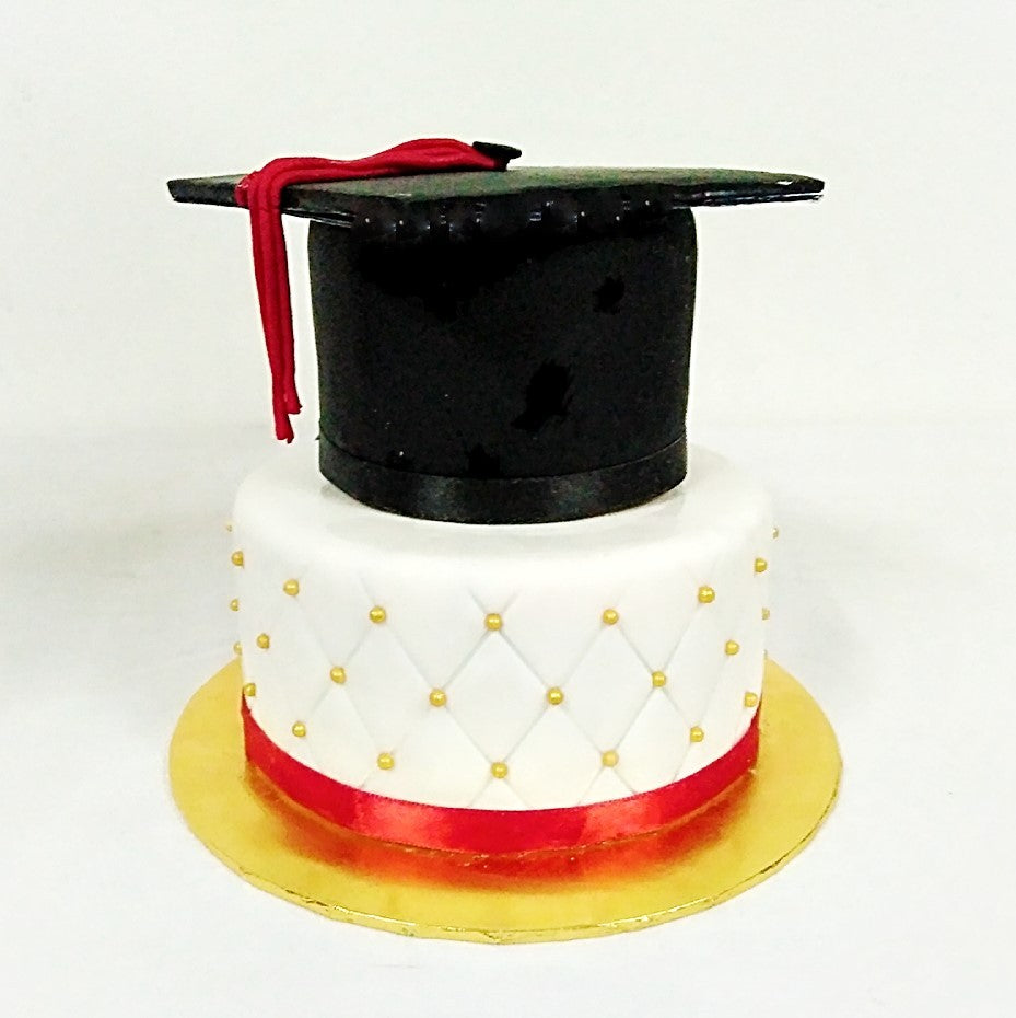 Simple Graduation Hat Cake