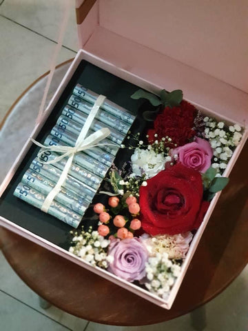 Assorted Flower Box with RM50 notes (10pcs) (Kota Kinabalu Delivery Only)