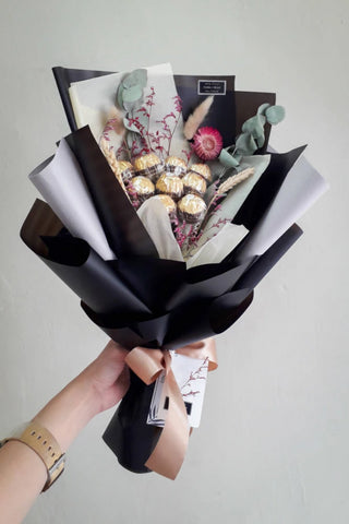 Rocher Con Il Nero - Flower Bouqeut (Johor Bahru Delivery only)