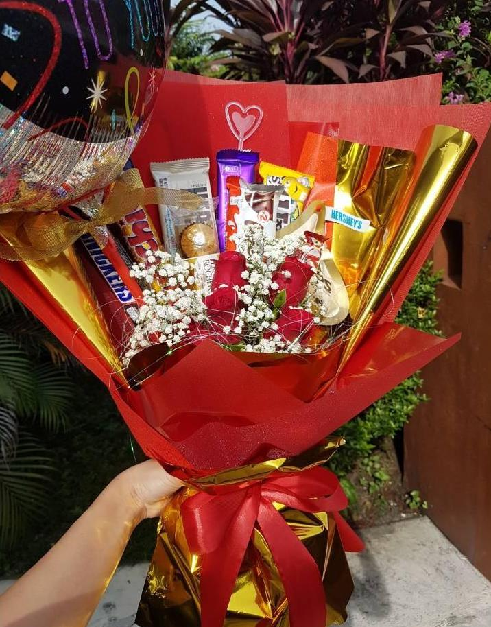 Gold & Red Chocolate Roses Bouquet