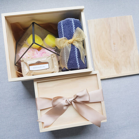 HEALTH & WELLNESS GIFT SET 04 (Klang Valley Delivery)