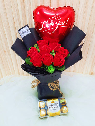 (Self Pick-up Only at Sg. Besi, KL on 14 Feb) Soap Roses Balloon With Ferro Rocher (16pcs) (Valentine's Day 2020)