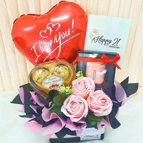 (Self Pick-up Only at Sg. Besi, KL on 14 Feb) Q8 Earphones Soap Rose Love Chocolate With Balloon (Valentine's Day 2020)