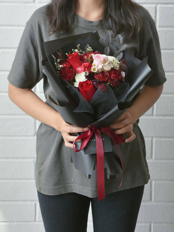 Valentine's Special: Kiss Me Flower Bouquet (Regular)