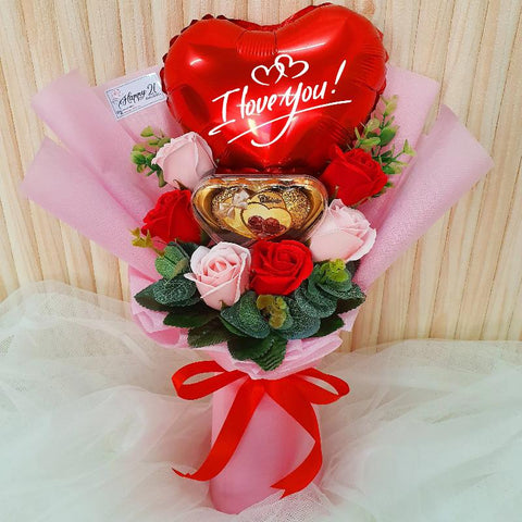 (Self Pick-up Only at Sg. Besi, KL on 14 Feb) Pink & Red Soap Rose Chocolate with Balloon (Valentine's Day 2020)