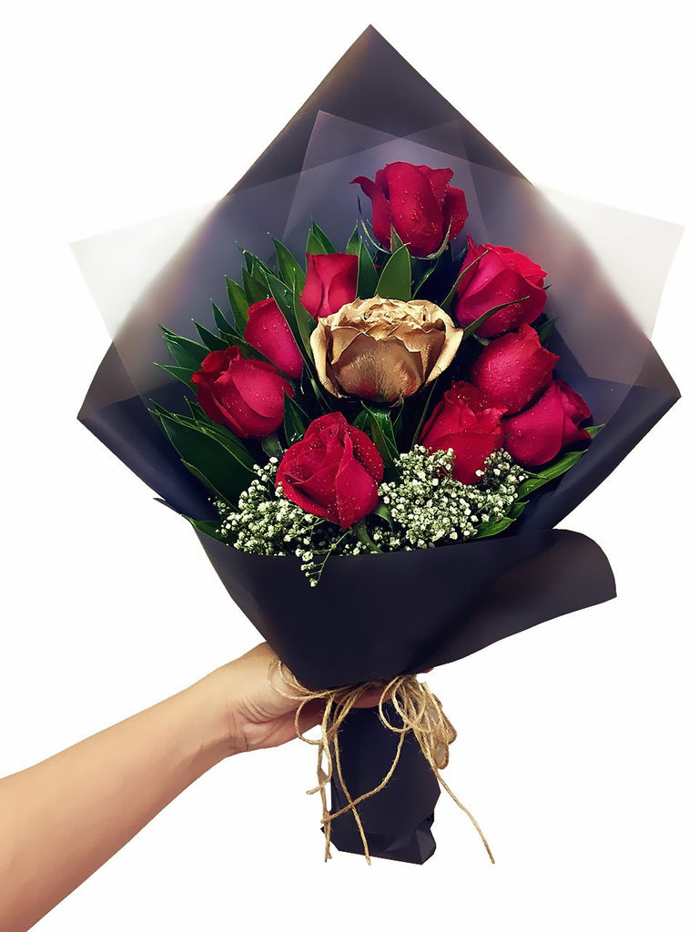Gold Amp Red Rose Bouquet Giftr Malaysia S Leading
