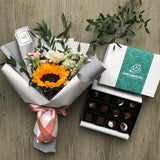 Chocolate pralines (12 pcs) and Flower Bouquet