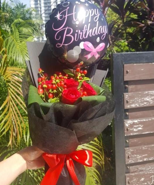 Happiness Red Roses Bouquet with Balloon