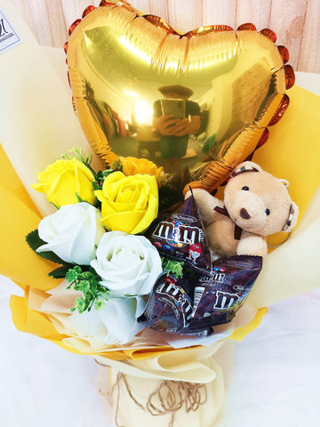 (Self Pick-up Only at Sg. Besi, KL on 14 Feb) Yellow & White Soap Rose with Balloon (Valentine's Day 2020)