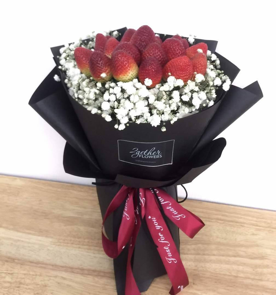 Strawberry With Baby Breath Bouquet Giftr Malaysia S Leading Online Gift Shop