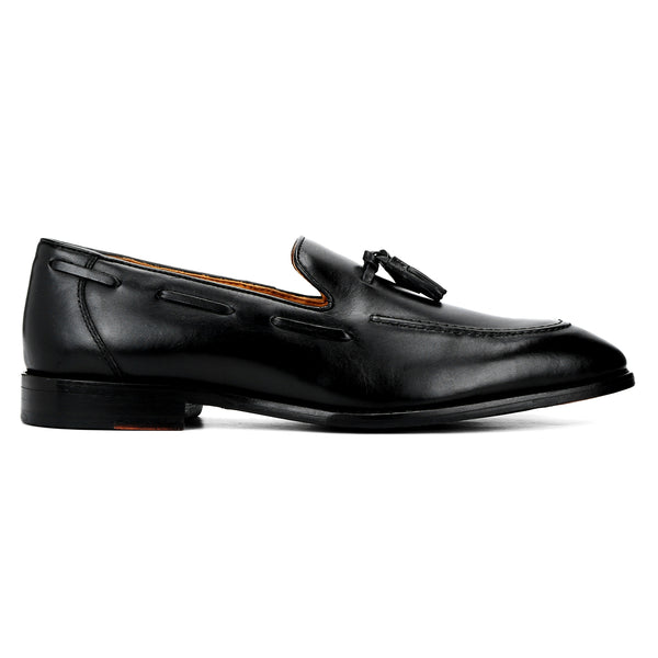 Ivy: Black Tasselled Loafer