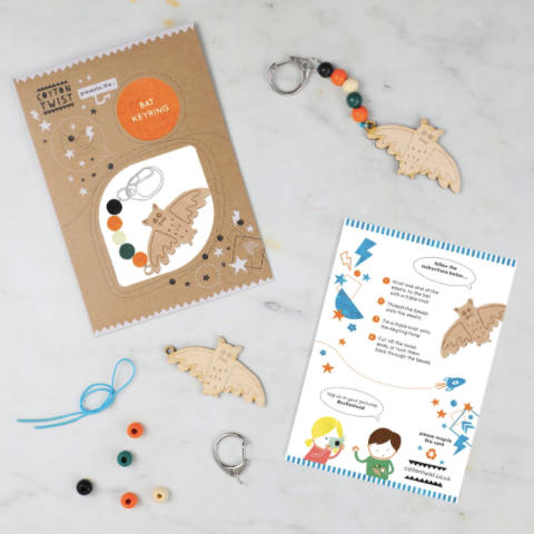 MAKE YOUR OWN HALLOWEEN BAT KEYRING
