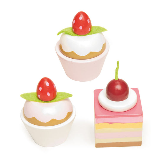 Petit Fours (set of 3 cakes) - Little Whale