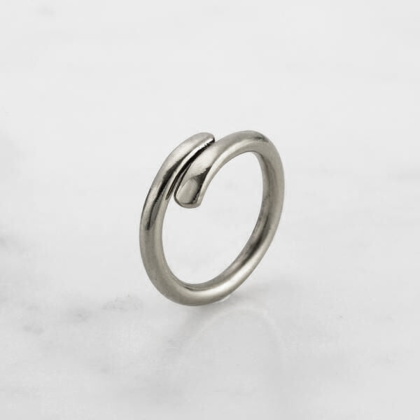 HAMMERED OVERLAP RING