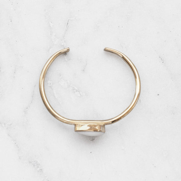 COWRIE SHELL BANGLE BRASS