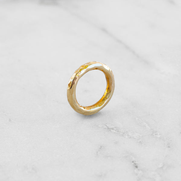 OASIS DENTED RING BRASS