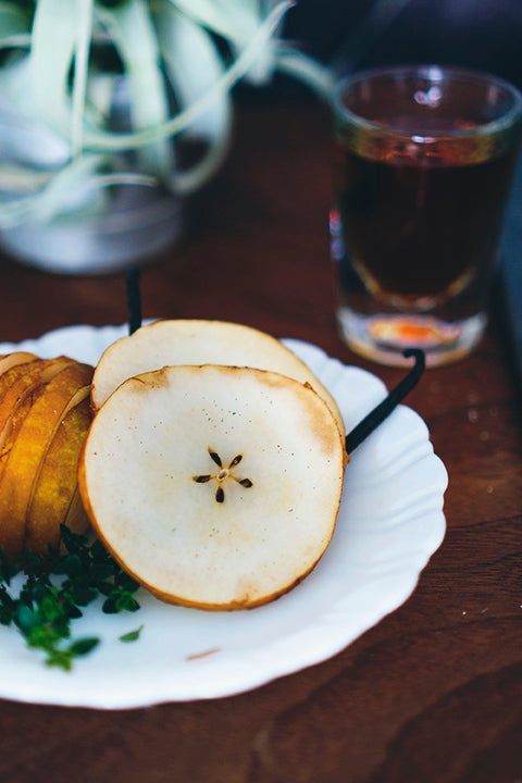 enjoy a delicious handmade vanilla pear bourbon smash with this recipe