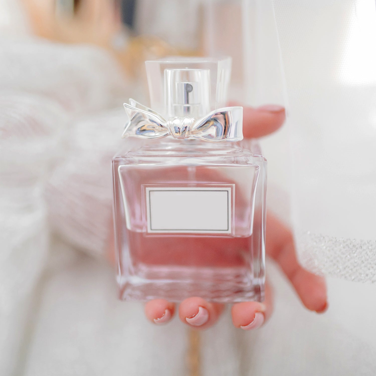 5 Toxic & Hormone-altering Perfume Ingredients