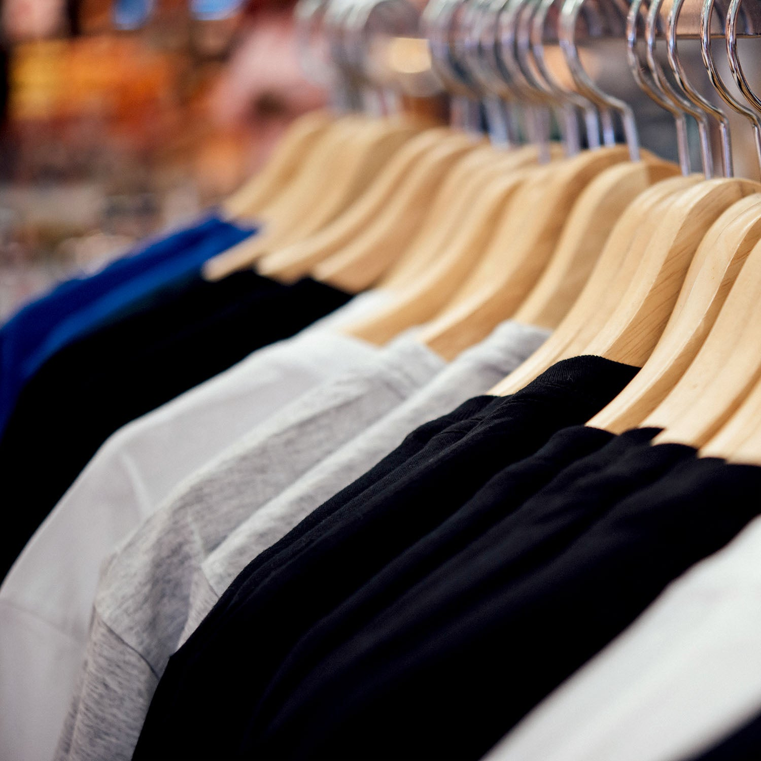 5 Habits to Help You Keep Your Closet Clutter-free