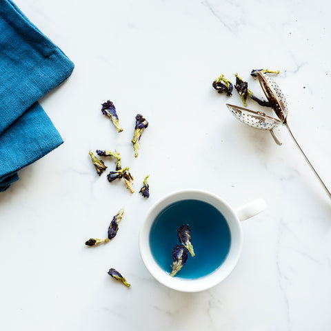 aerial-view-hot-butterfly-pea-tea-drink