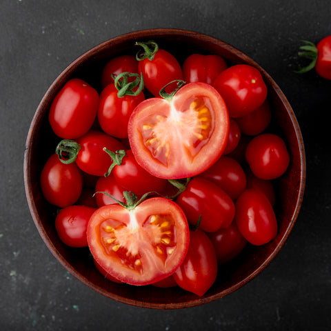 bowl-tomatoes-black-surface