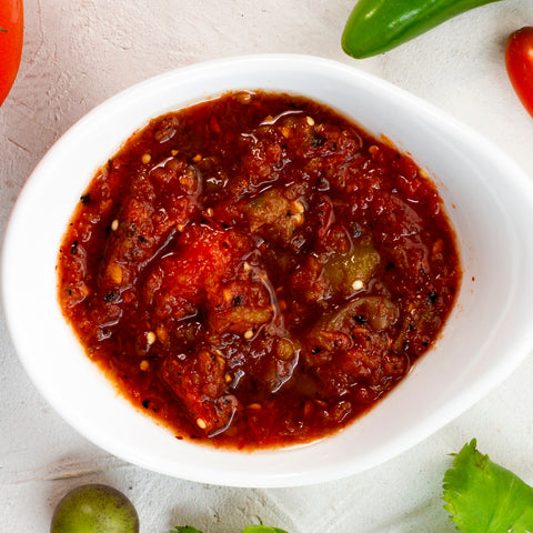close-up-spicy-salsa-with-white-background