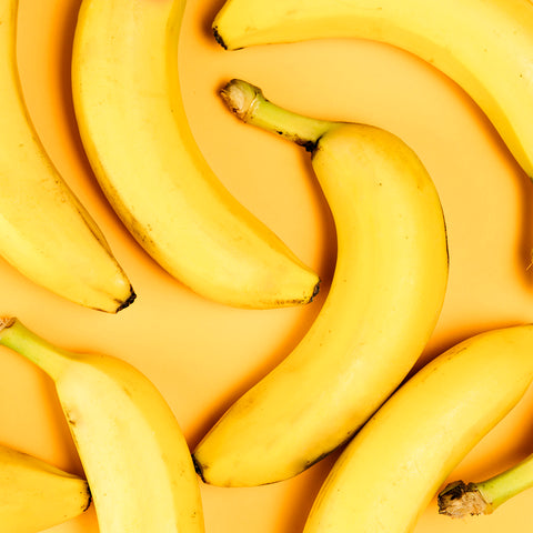 close-up-view-bananas-arrangement-plain-background