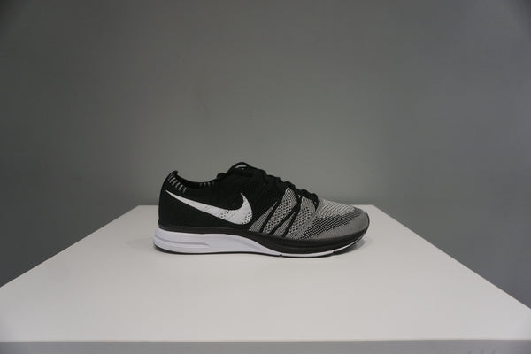 Flyknit Trainer Oreo (Tried On)