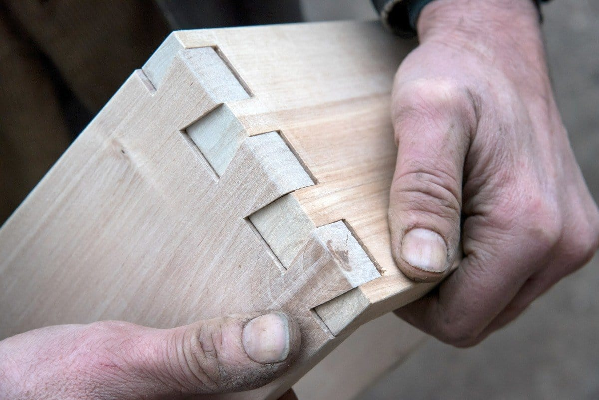 Dovetail joints in furniture drawers