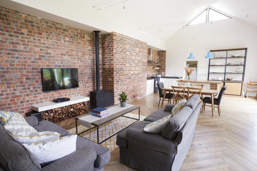 How to create the exposed brickwork effect in your house or flat