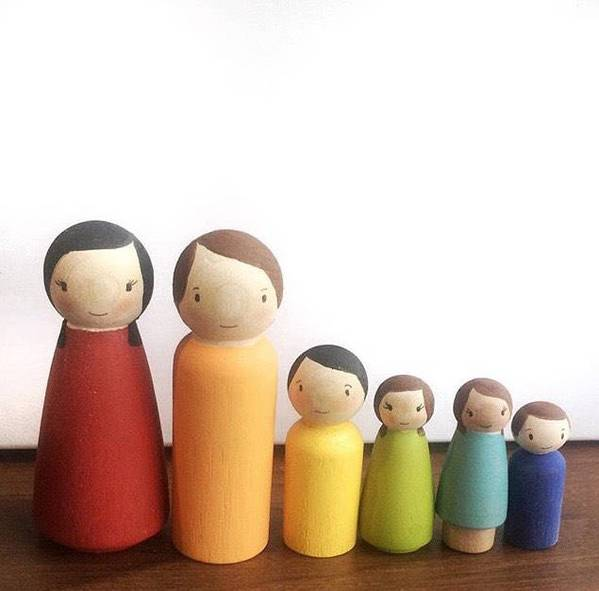 Family Set of Wooden Peg Dolls