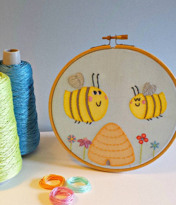 "Pippablue Embroidery Kit ""Happy Bees"""