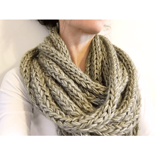 Warm and Soft Infinity Scarf Olive Color - Chiinchiin - Free delivery - Gifts - The best Swiss online department store!