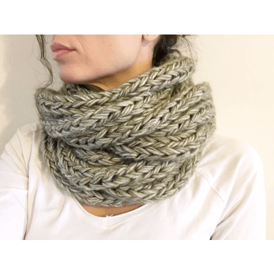 Warm and Soft Infinity Scarf Olive Color - Chiinchiin - Christmas Gifts - Cadeaux Noel - The best Swiss online department store!