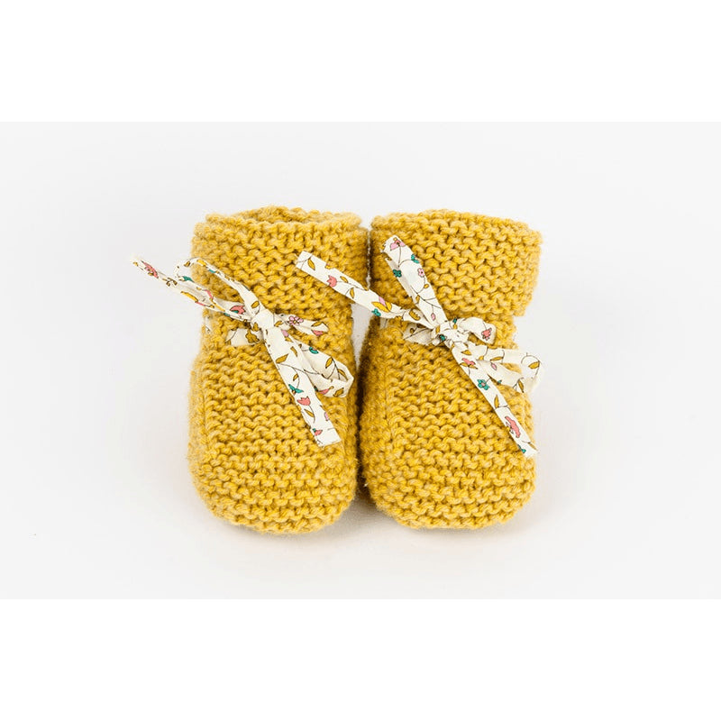 Chaussons bébé - Tricoté par des mamies - ARISTOTE moutarde - Jacotte Tricote - Christmas Gifts - Cadeaux Noel - The best Swiss online department store!