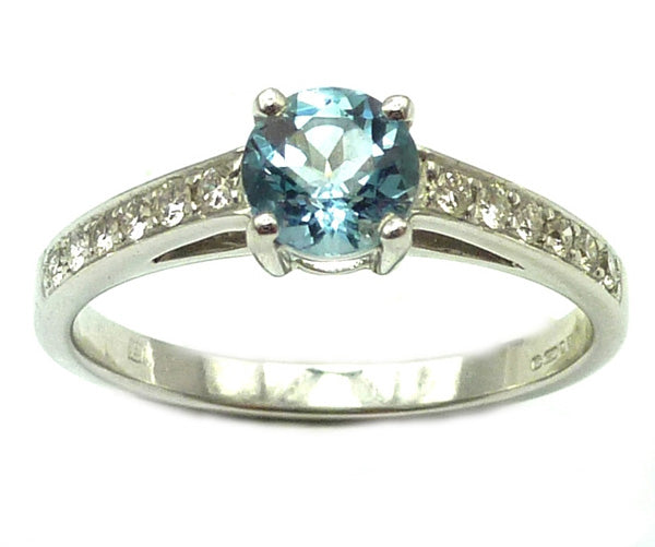 18ct Aquamarine & Diamond Ring