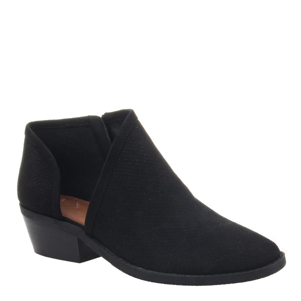 240f6ab27ce Reverse in Black Ankle Boots
