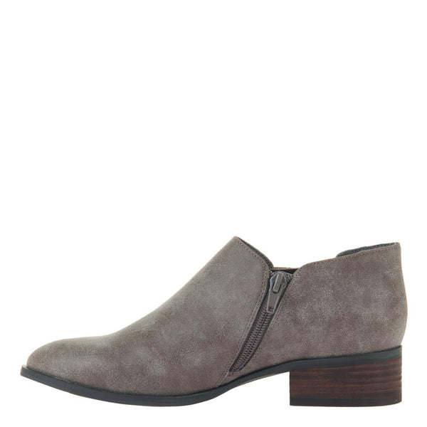 CUTIE FRUITIE in DARK TAUPE, left view
